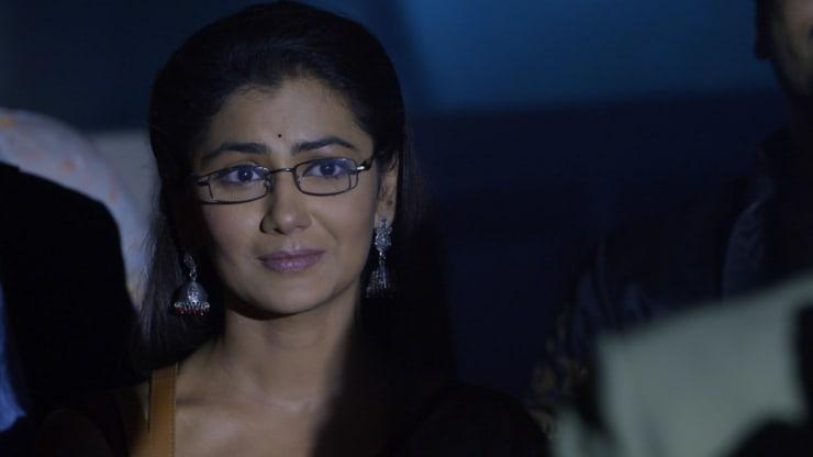 Pragya rushes to meet Abhi - Kumkum Bhagya